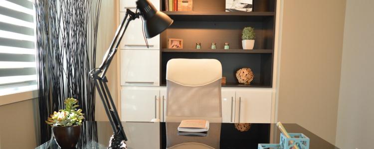 Le bureau : un éclairage direct pour mieux travailler